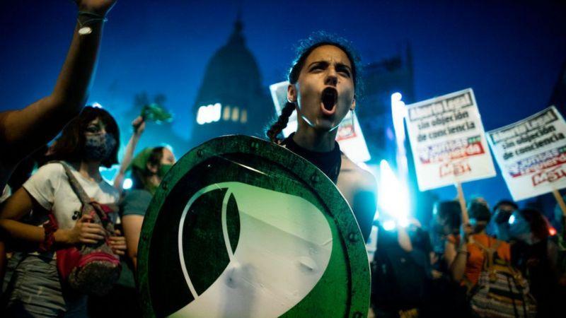 Legalização do aborto na Argentina e a legião de brasileiros ressentidos que a seguiram